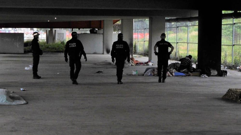 cavalcavia dalmazia rifiuti polizia locale-2
