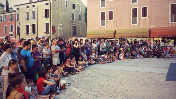 Il sit-in di protesta (foto: facebook)