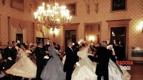 """Gran ballo ottocentesco per """"La maschera alle terme"""" ad Abano"""