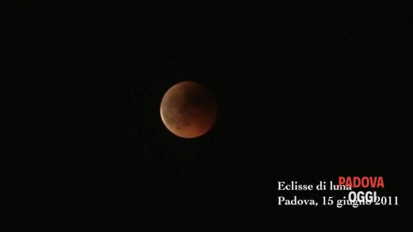 VIDEO - L'eclissi di luna a Padova in time lapse