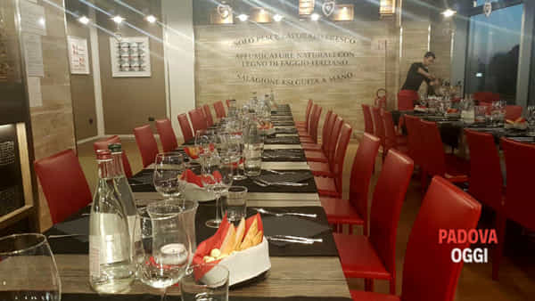 """""""La Cena degli Sconosciuti"""" al Perpiacere Restaurant Cafe di Limena"""