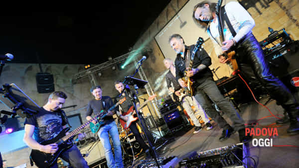 All Friends On Guitar: serata omaggio alla chitarra elettrica al Re di Mezzo