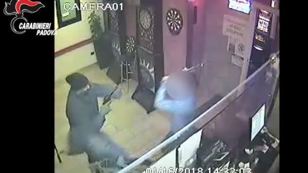 Rapina alla sala slot di Tencarola il video shock