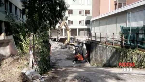 Via Anelli, proseguono lavori di demolizione