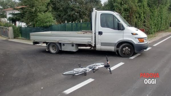 Grave incidente a Camposampiero Camion investe un uomo in bici