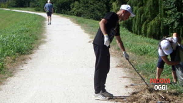 i volontari per il quartiere padova e i volontari de la via della felicita' ripuliscono il percorso di sant'antonio-3