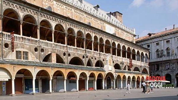 """""""L'edilizia civile a Padova"""", visita guidata per gli ottocento anni di Palazzo della Ragione"""