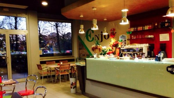 "Il bar ""Enjoy"" di Padova, in via Longhin (fonte Facebook)"