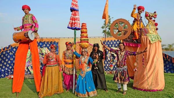 """La magia del circo indiano con Gran Indian Circus """"D&F"""" bros, al Castello Carrarese"""