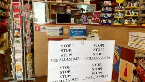 Pochi negozi aperti, poca gente in giro