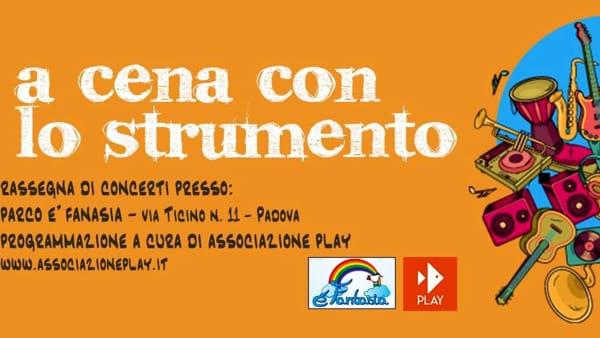 """A cena con lo strumento"", Alessandro Tombesi al parco É Fantasia"