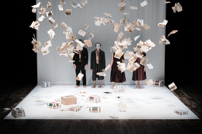 """""""Never ending machine"""" lo spettacolo disruptivo in scena al Verdi"""