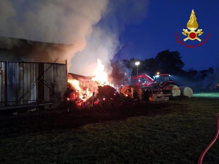 L'incendio in un fienile di Galliera